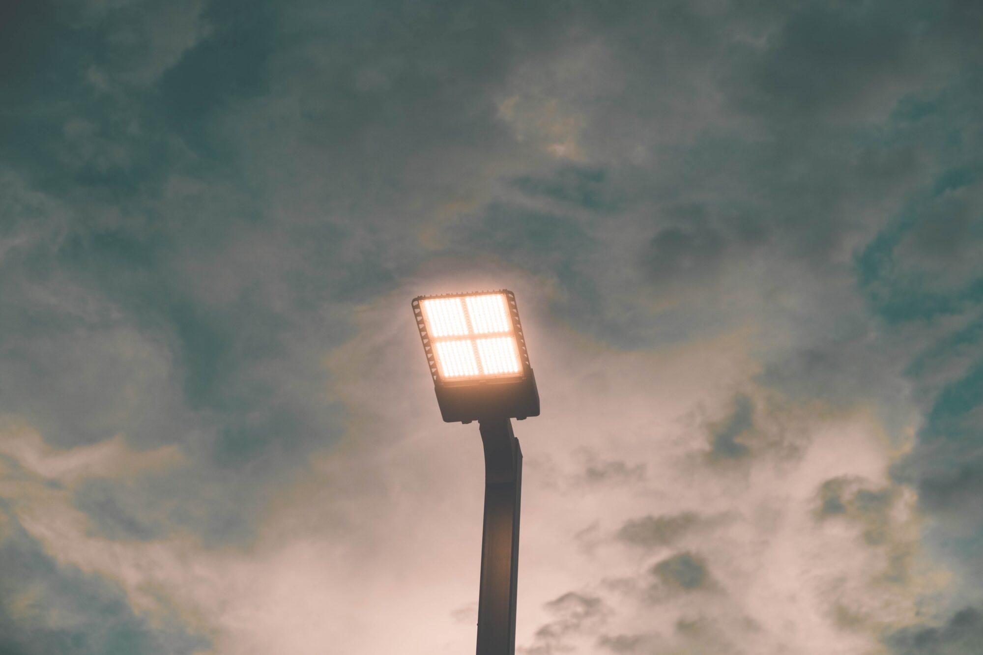 Overvind mørket med en udendørslampe med sensor